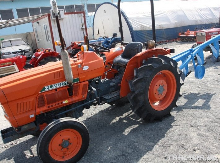 Трактори Kubota ZL 2601 1 - Трактор БГ
