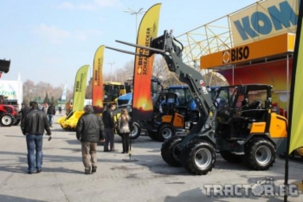 Бизо-България отчете силен интерес към товарачите Giant на АГРА 2013