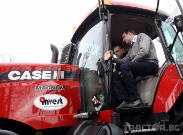 Министър Найденов препали 24-тонния трактор Case IH Magnum на Агра 2011