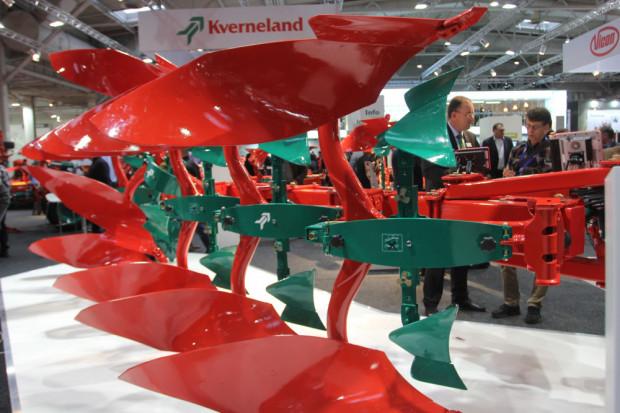 Kverneland с топ иновации при обръщателните плугове (ВИДЕО)