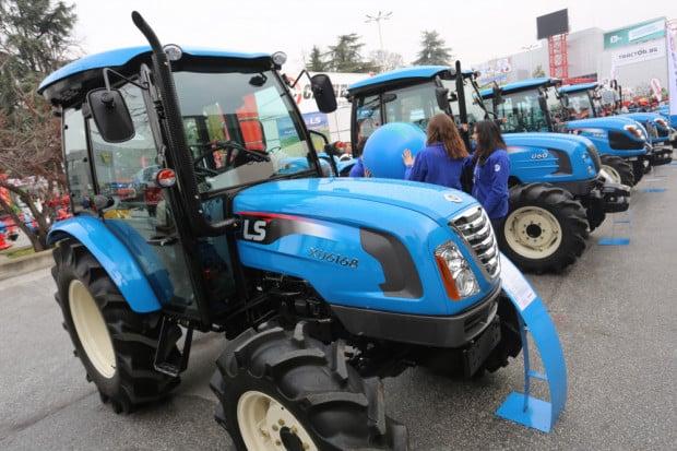 Tракторът LS XU 6168 направи дебют в България на АГРА 2016 (ВИДЕО)