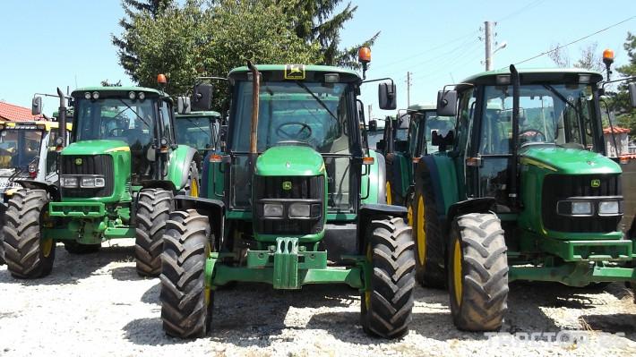 Трактори John Deere 6820 4 - Трактор БГ