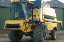 New-Holland CSX 7080