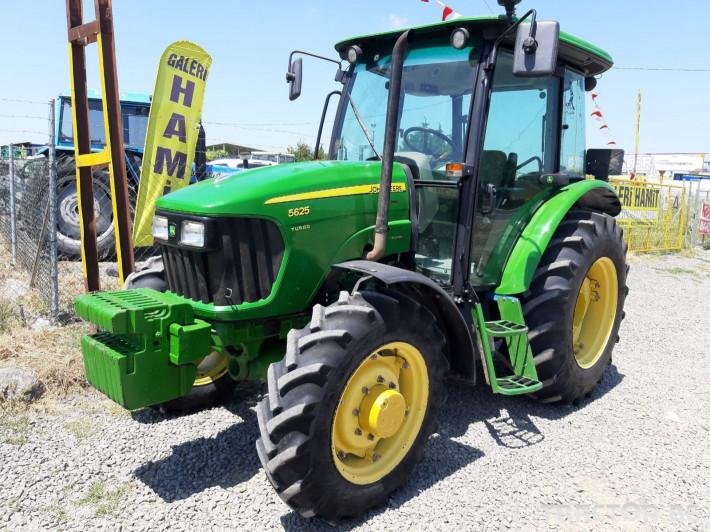 Трактори John-Deere 5725 3