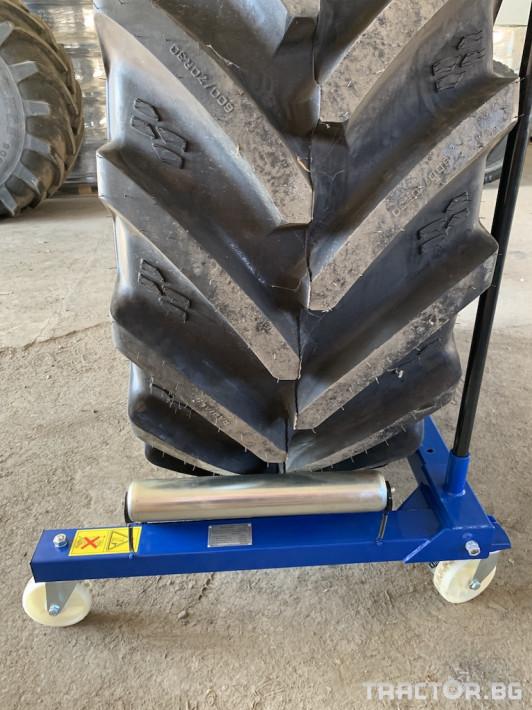Части за трактори Количка за монтаж/демонтаж на гуми 17 - Трактор БГ