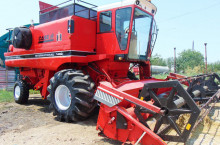 CASE-IH International 1460 + хедер 4.5 метра